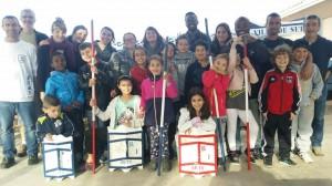 Les enfants et les éducateurs qui ont participé à l'initiation aux joutes languedociennes à Sète.